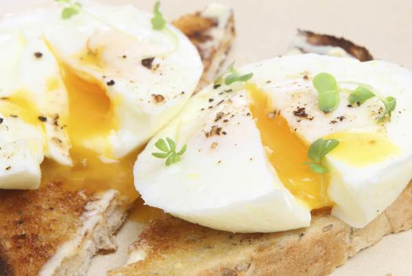 5 Ways How To Cook Eggs In The Microwave | KitchenSanity